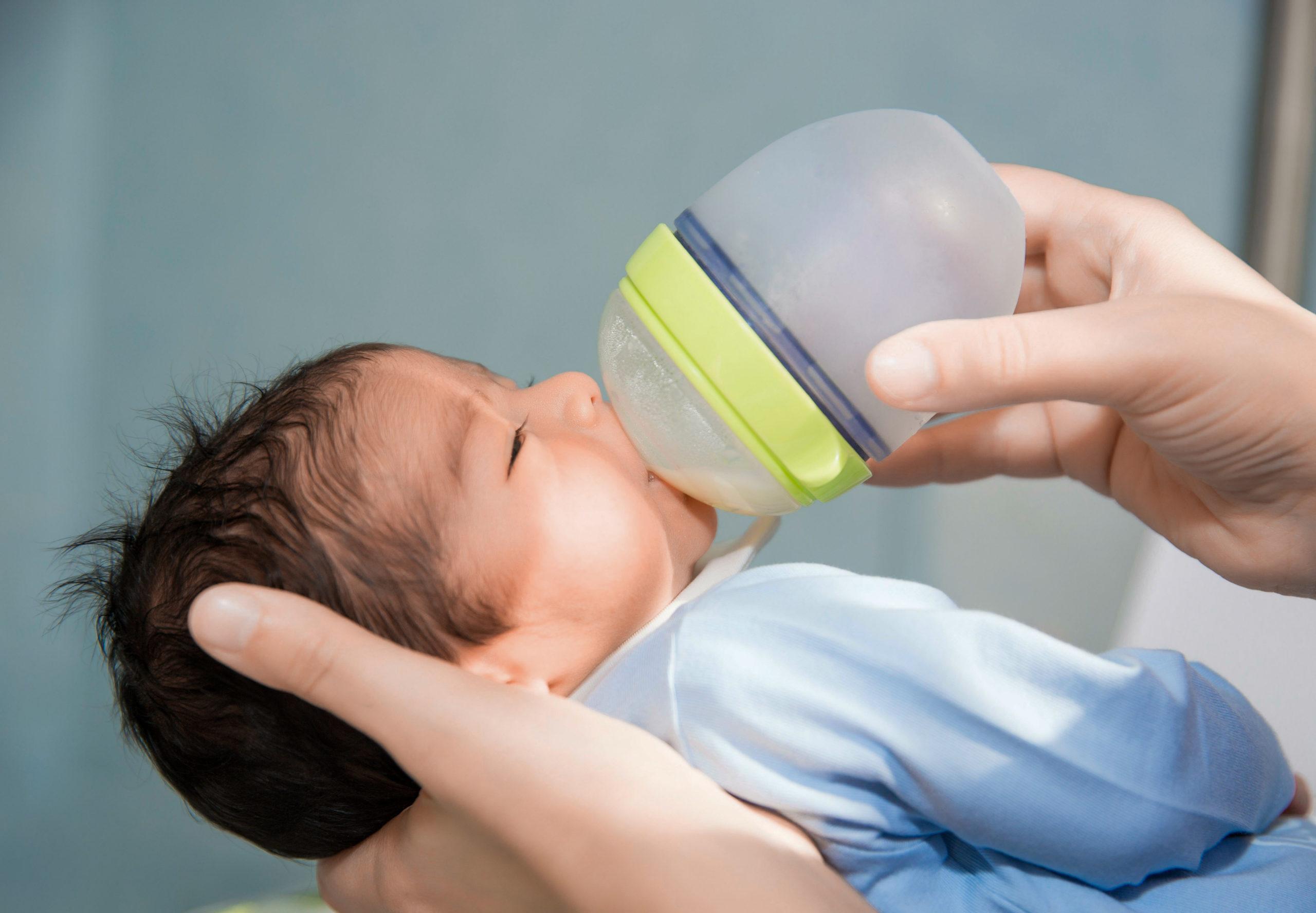 Comment sevrer mon bébé de l'allaitement, du sein au biberon ? Comment sevrer mon bébé de l'allaitement, du sein au biberon ?