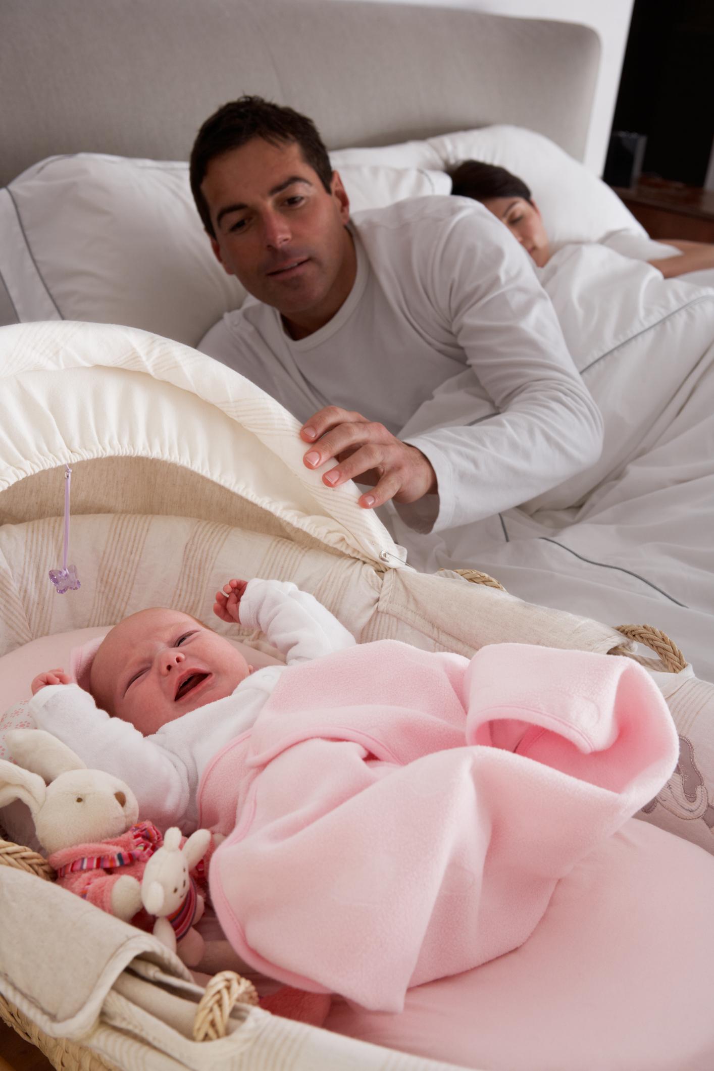 Pleurs de bébé : 2 solutions pour calmer votre bébé. Pleurs de bébé : 2 solutions pour calmer votre bébé.