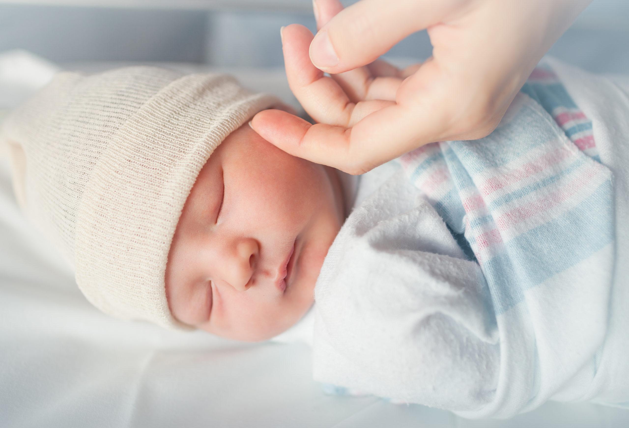 Mon bébé pleure beaucoup et dort peu. Mon bébé pleure beaucoup et dort peu.